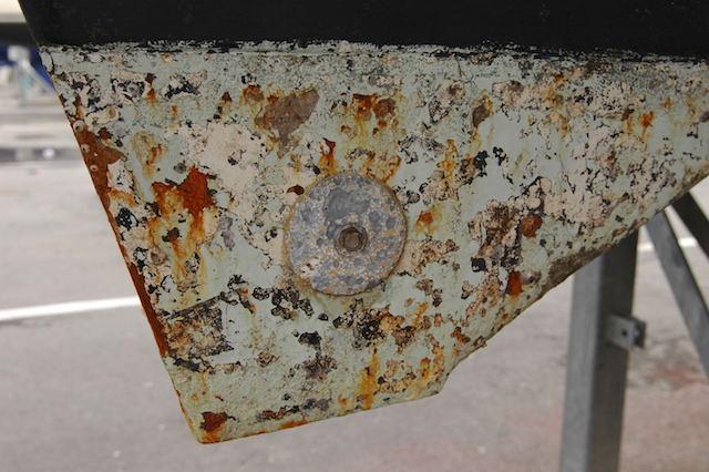 scafo acciaio incrostato