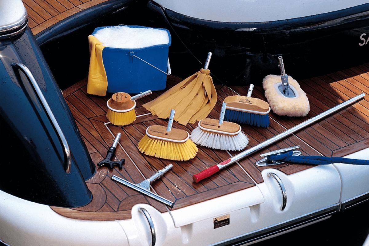 Preparare la barca - pulizia