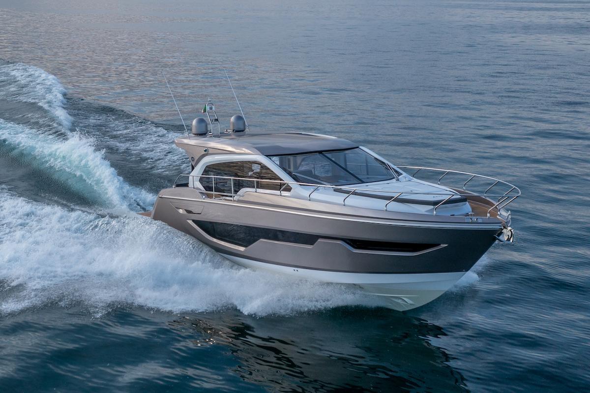 Sessa Marine C47: design sportivo e eleganza senza tempo
