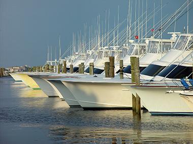 Marina Yacht Sales Foto Descrizione