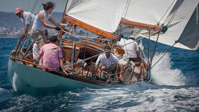 Navegare su una barca a vela in legno rappresenta un'esperienza affascinante. // Foto: Diego Yriarte.