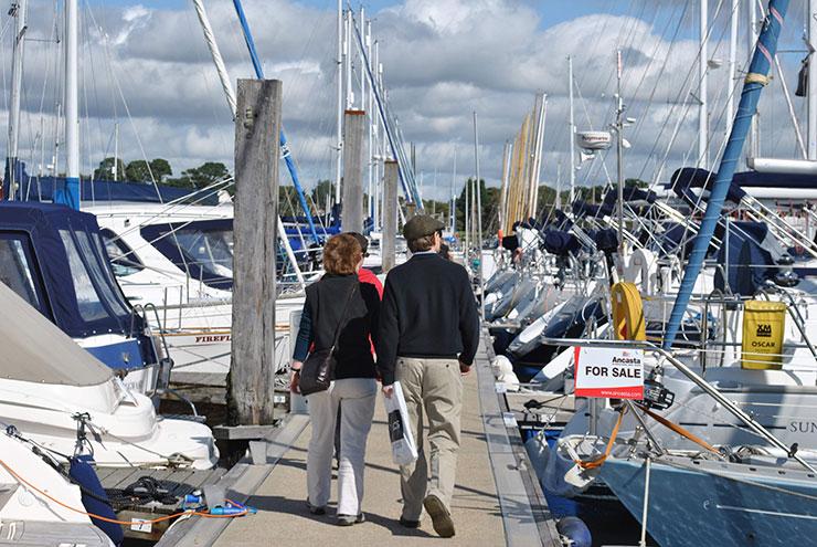 Il broker può farsi carico di mostrare la barca e rispondere alle domande più tecniche.
