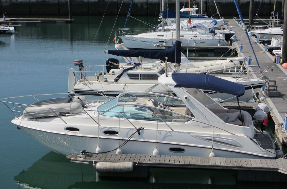 La barca deve essere situata in un posto accessibile in cui sia facile salire a bordo.