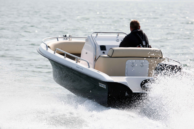 3-a-small-open-boat-can-offer-huge-driving-fun